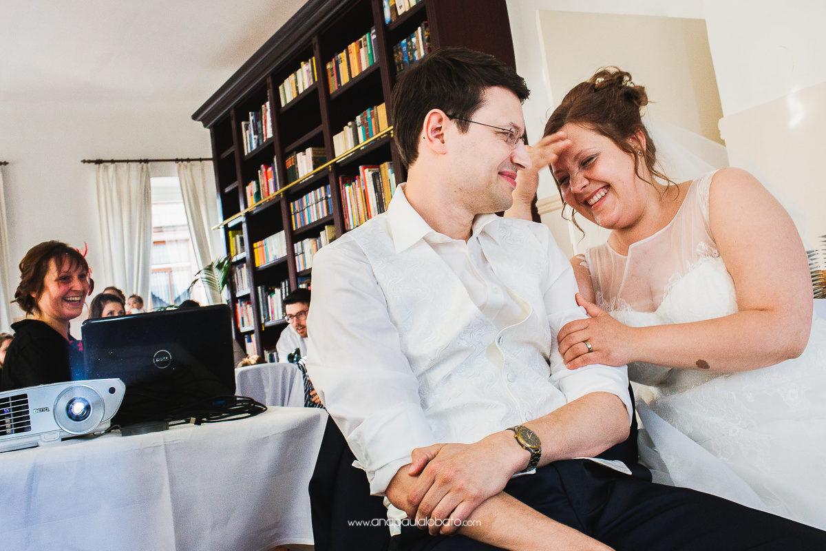 noivos se divertem em casamento na alemanha