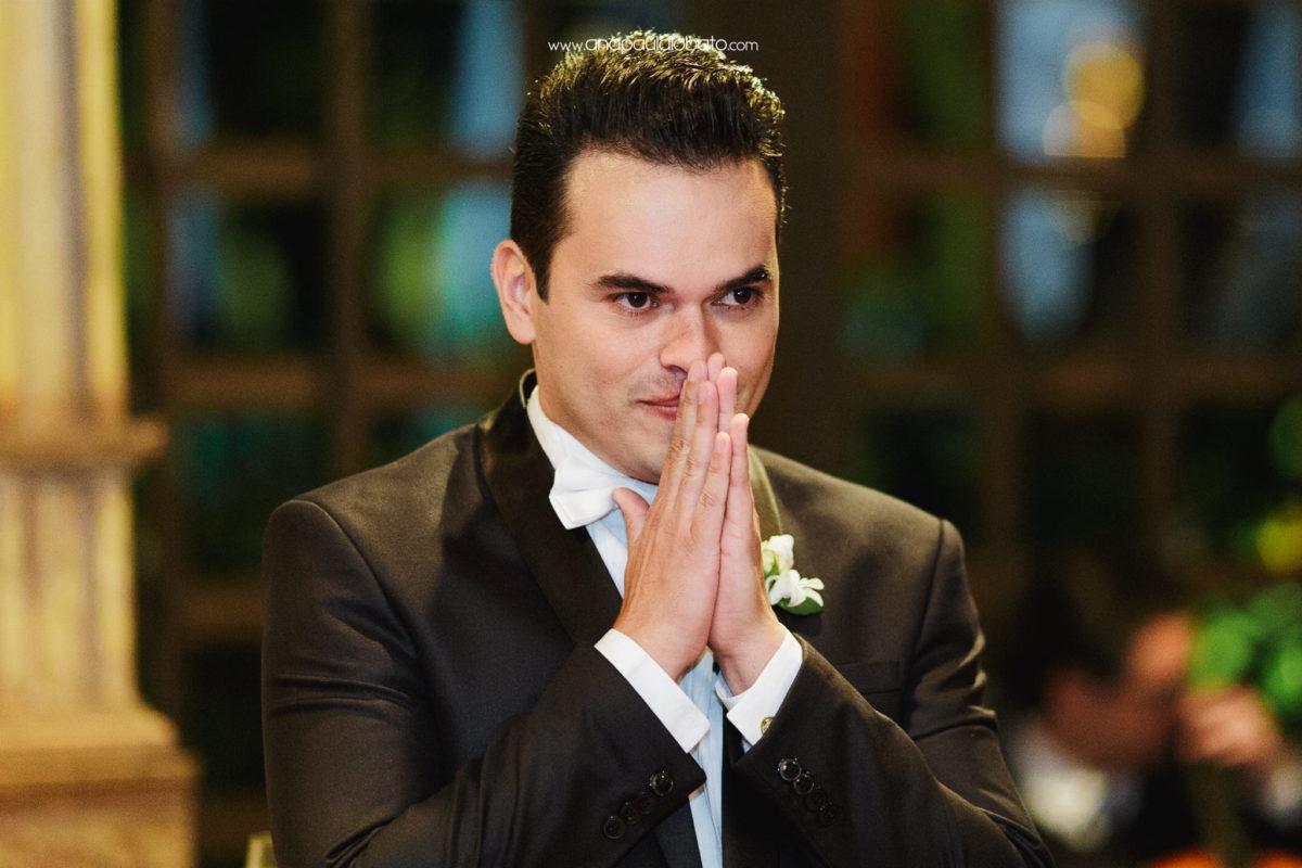 momento emocionante na entrada da noiva