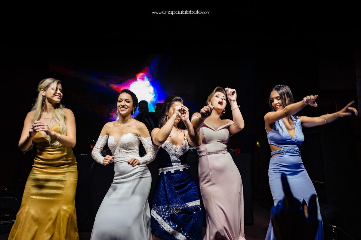 dança de noiva e madrinhas