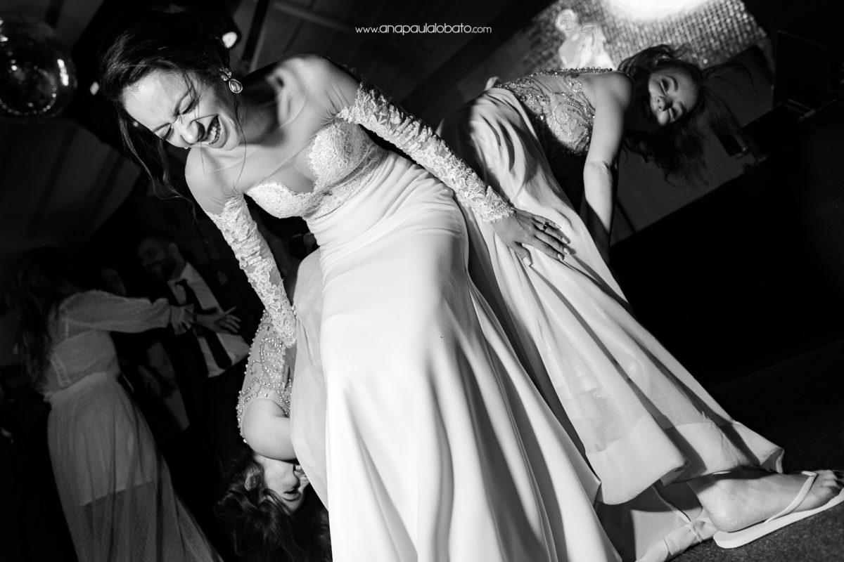 dança das amigas no casamento
