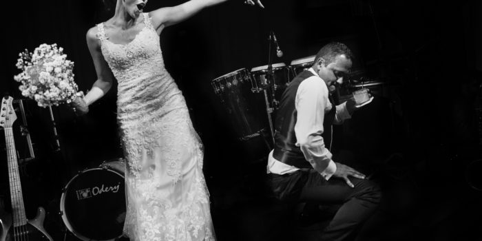 Groom dances to the floor in the bouquet time
