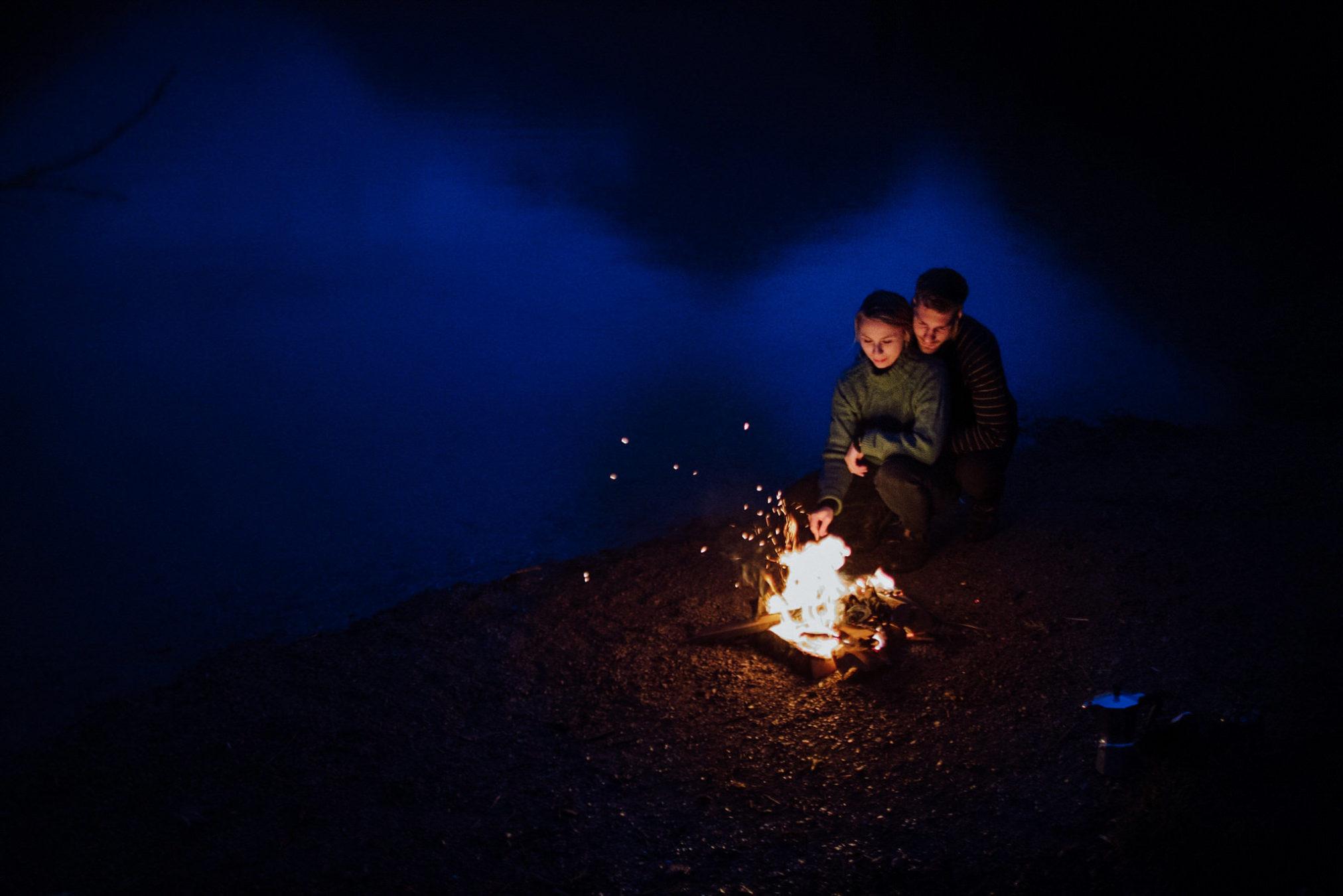 fotos de casal na fogueira